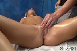 Compartiendo a mi esposa en un cine porno
