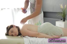 Descargar video porno gratis de dos chicas metiendose un pene plastico